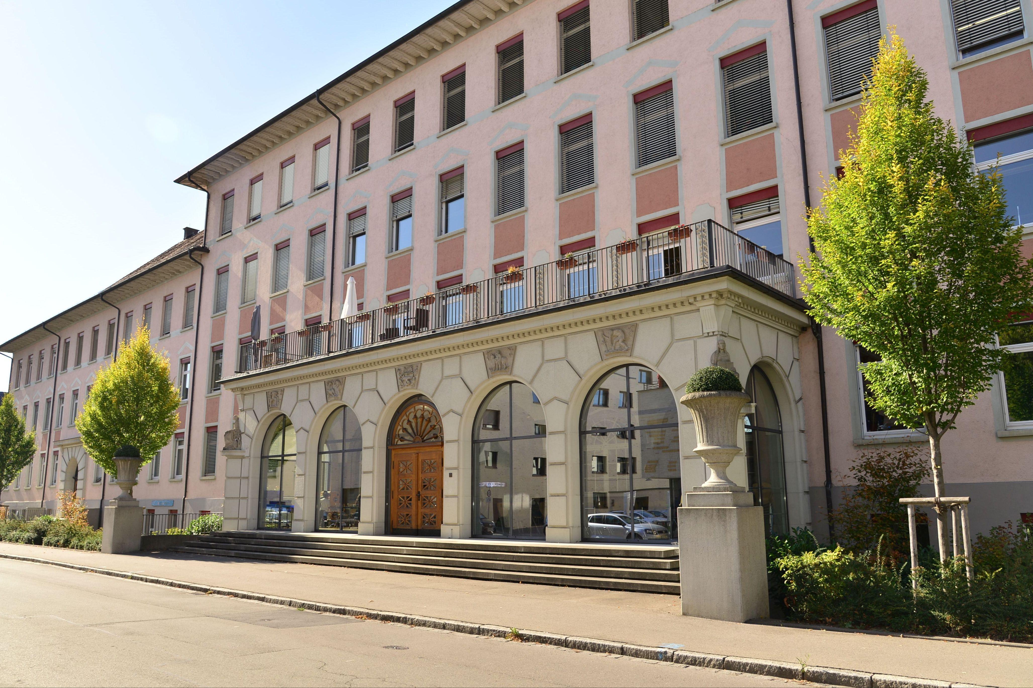 Schulgebäude Ostseite.jpg